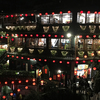 台湾のノスタルジックな街並みに妖艶な赤い提灯が浮かぶ「九份」