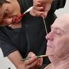 何と独学で10年間勉強、オスカーを手にした特殊メイクの辻一弘氏。