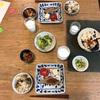 きのこごはん、マグロの醤油漬け焼き、トマトと高野豆腐、きゅうりの梅おかか和え、細かい野菜似た乳児のごはん