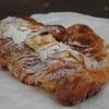 西日暮里の「boulangerie ianak!(ブーランジェリー・イアナック)」でクロワッサンオザマンド、茗荷谷の「オーパングルマン」でカヌレボルドー、くるみとレーズン。