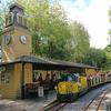 ミニ列車・メリーゴーランドと充実の遊具!オークメドー公園