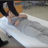 介護技術:仰臥位から端座位への身体介助:【画像解説】