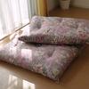 昼寝するために遮光カーテンを購入、寝具は昔はダブルベッド、今は真綿敷布団を使用しています。