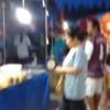 タイ東北部イサーンの田舎プーアイノイ市の公設火曜市場をご覧ください。2016