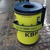 ゴミ箱に取り付けられたリサイクル用の棚