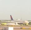 デルタ航空機がエンジンから煙が噴き出したため緊急着陸!アメリカでは先日サウスウエスト航空で死亡事故があったばかり!!