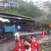 【紅茶のダージリン】ヒマラヤ南麓横断旅8:山岳鉄道を横目にジープ登山