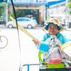 カンボジア名物。サトウキビジュースとトゥクトゥクドライバー
