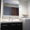 湿気のたまりやすいお風呂隣接の洗面所はシンプル重視
