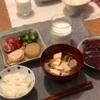 ごはん、胸肉、昨日のつゆで大根、オクラのおかか和え、トマト、豆腐の味噌汁、かつお