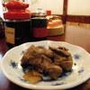 築地の「米花」でブリカマの塩焼き、鶏レバーの時雨煮。