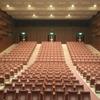 落語は寄席で聴くべきか、上品な劇場で聴くべきか?それが問題だ!!