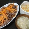牛肉人参炒め、キャベツ人参味噌ゴマ和え、味噌汁