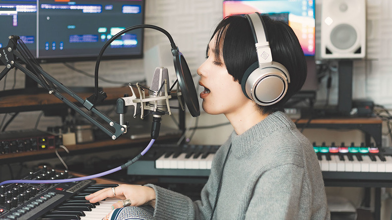 AAAMYYY『Annihilation』インタビュー【後編】最新プライベート・スタジオを公開