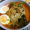 【今日の食卓】カオソーイ。タイ北部のカレーラーメンと呼ぶと複雑怪奇な本質は伝わらない。バンコクなどでも屋台であるが日本のタイ料理店にあるとは限らない。私の提案で初めて細麺(トッピング揚げ麺も)を使ったら大当たり。LOBOペースト使用。 Khao soi with thin noodle and LOBO paste. #タイ料理 #ラーメン #ThaiFood