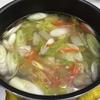 鶏肉と野菜の中華スープ
