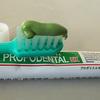 おしゃれの基本は清潔!プロポリス入りハミガキで口臭と歯周病を予防しています