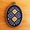 伝統模様の刺繍枠の壁飾り