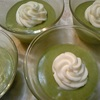 抹茶ババロアとラズベリー&チェリーカップケーキ
