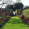 庭を「部屋」のように仕切ったヒドコートマナーガーデン