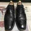 革靴がひび割れた!そんな時は紙やすりを使って補修しよう。
