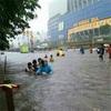 ジャカルタ 洪水は こんな感じ。最近の雨…。