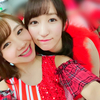 石田亜佑美と山木梨沙が顔くっつけてるwww