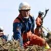 東日本大震災の被災地で活躍する消防隊