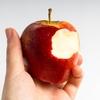 リンゴをかじると歯ぐきから血が出ませんか?