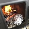 超簡単!!薪ストーブ内で調理|玉ねぎとチキンのホイル焼きを作ってみた。