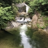 エメラルドグリーンの渓谷美が楽しめる『関山大滝』
