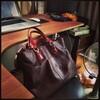 Macbook15inchも入る革製手提げバッグ(4万円)を見せびらかす