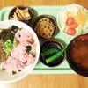 マグロと蒟蒻とアカモクの丼寿司