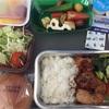 高度1万メートルのレストラン ボリュームたっぷりのLOTポーランド航空機内食