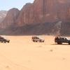 ヨルダンのワディラムで四駆で駆け巡るダイナミックな砂漠地帯の疾走!