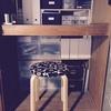 万能な無印の収納で机を整頓。