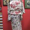 白地花柄絹紅梅小紋×白い百合絽名古屋帯