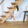 1本の木に段板を乗せた階段のその後/階段が遊具に?