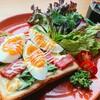 絶品朝食!ソーセージとケールと半熟卵のトースト【レシピ】