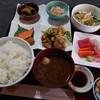 金沢市新保本にある味処わっぱで、ボリュームたっぷりのわっぱ定食。