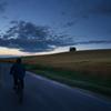 夕暮れの丘、疾走