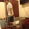 ジャックハンマー的骨延長手術を受けて身長を伸ばしたベトナム人男性