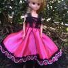 ピンクと黒とハートのドレス