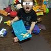 「今日の笑顔」文字通り絵本で遊ぶ我が息子。