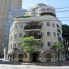 早稲田にある奇抜すぎる建物の正体とは?