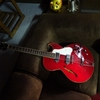 初めてギターを弾いてみた。
