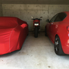 ガレージが赤い