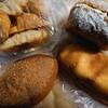 金沢市玉鉾にあるシェリーメリーで、カレーパンとあんバターの他にクロワッサンのラスクも。