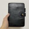 ヌメ側の「BREE」バイブルサイズシステム手帳を染料で塗り替える。