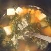 「豆腐とわかめとシュンギクの味噌汁」レシピ